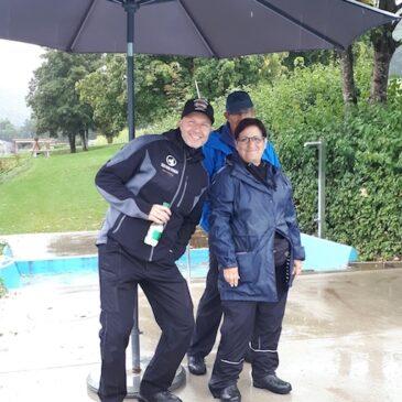 Kann uns Regen vom Schwimmen abhalten?